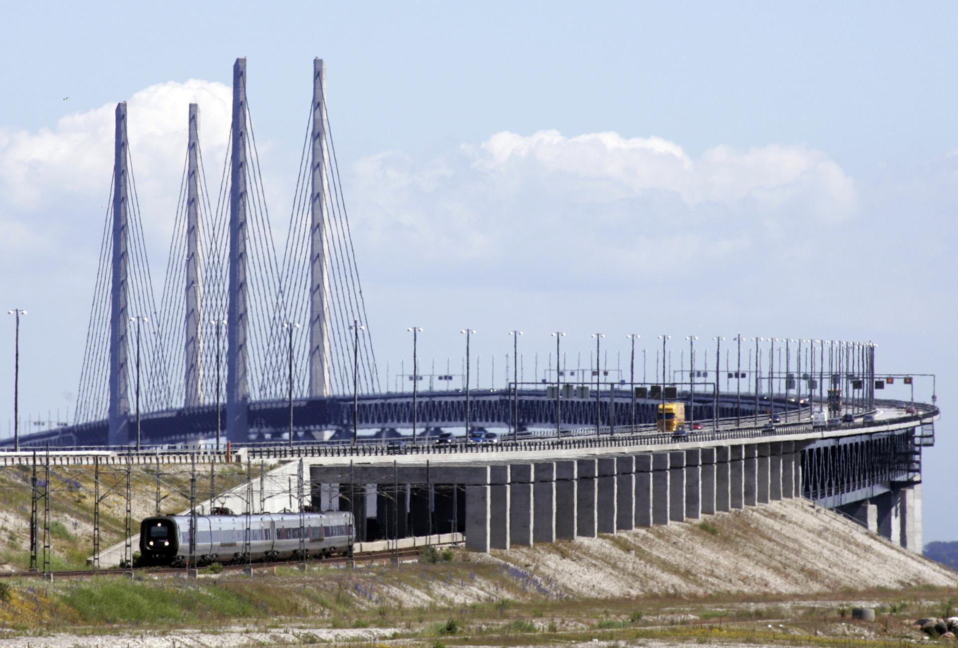 Mycket politik i tågen på bron