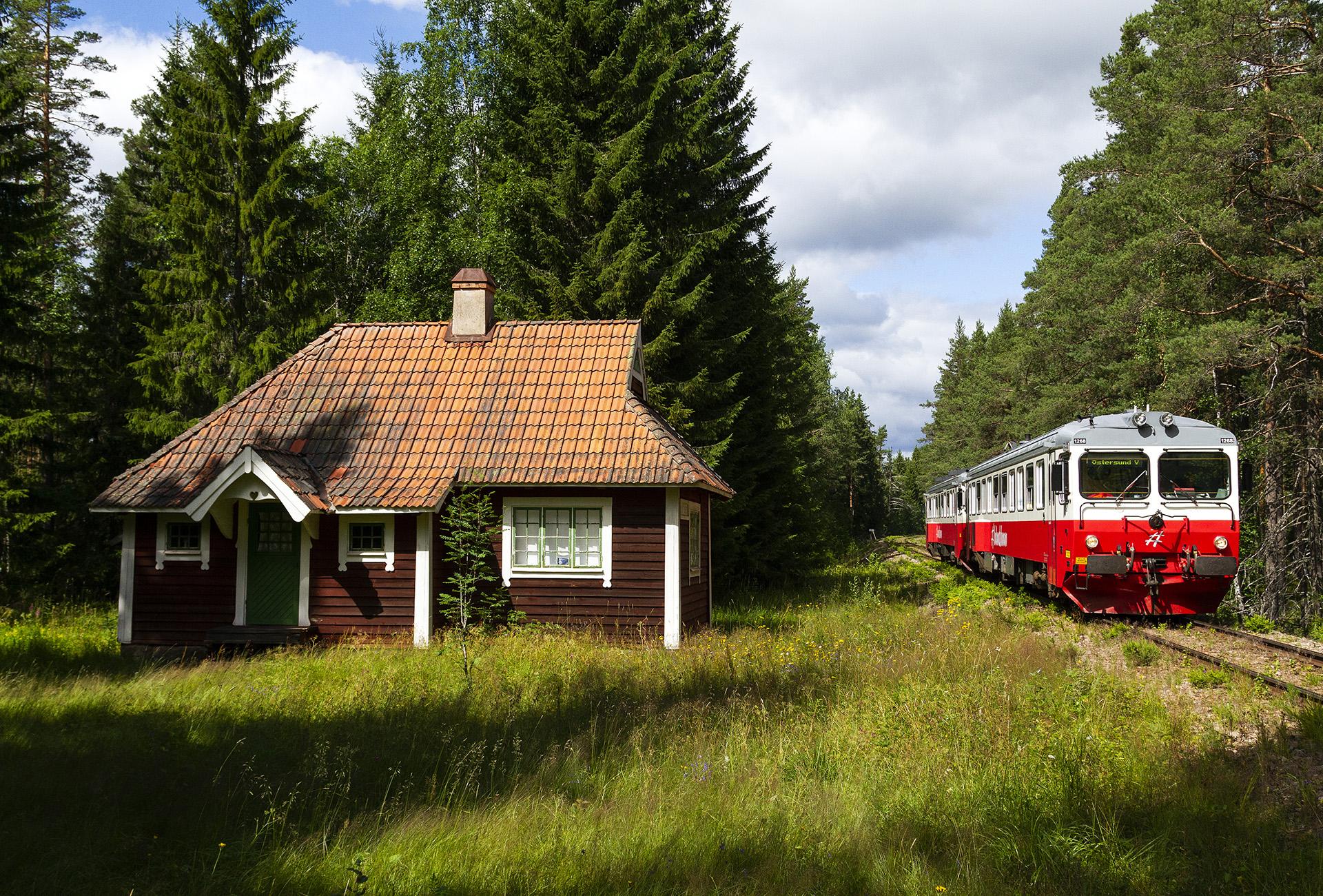 Avbokade resor ställer in tåg