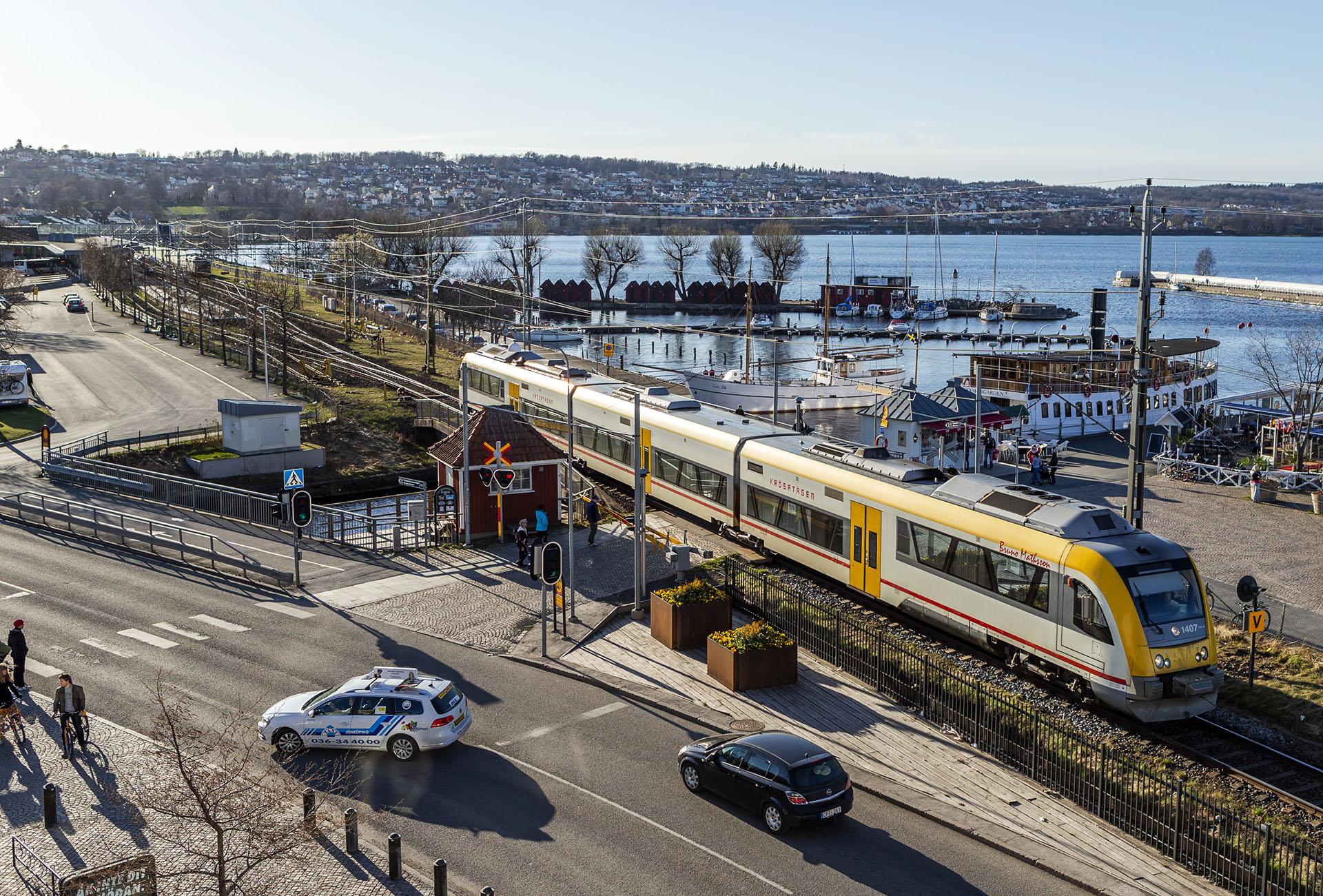 Nya tåg till Småland försenas